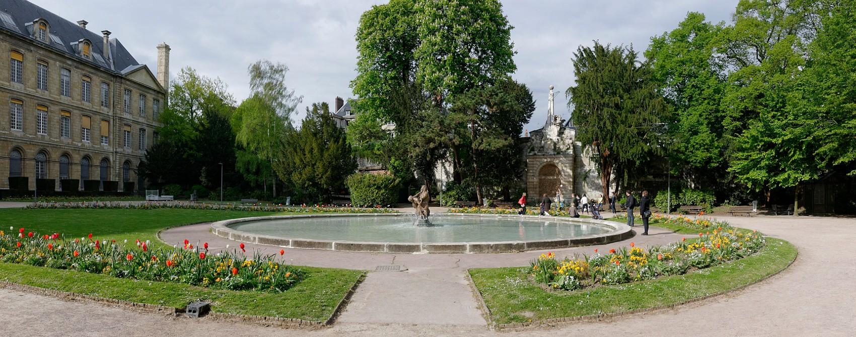 La vieille ville - Bassin naturel jardin rouen ...